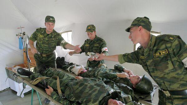 Комплексные учения военных врачей. Архивное фото