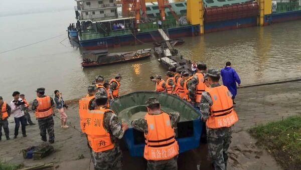 Спасатели на месте крушения судна в Китае