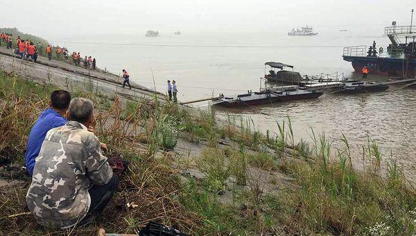 Спасательная операция на месте крушения судна Звезда Востока, затонувшего в Китае