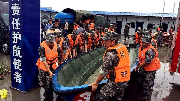 Спасательная операция на месте крушения судна Звезда Востока, затонувшего в Китае. Архивное фото