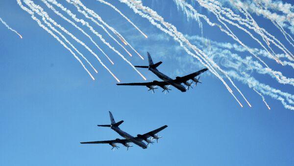 Стратегические бомбардировщики Ту-95 российских ВКС во время тренировки воздушной части парада, посвященного 70-летию Победы. Архивное фото