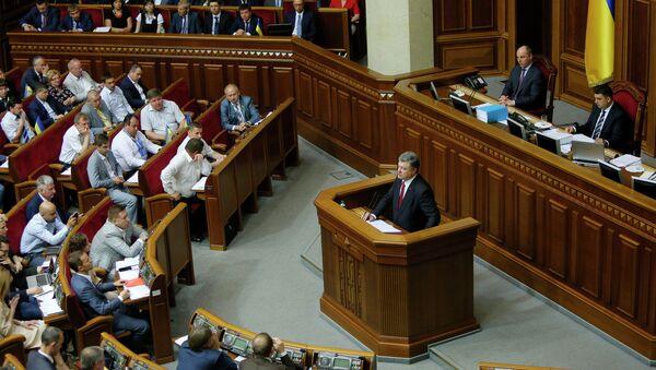 Президент Украины Петр Порошенко на заседании Верховной Рады. Архивное фото