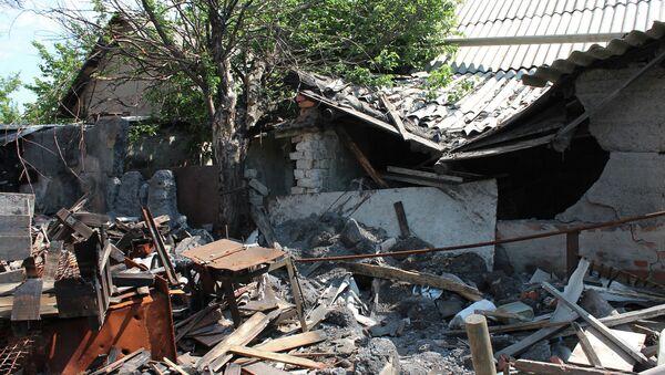 Жилой дом, разрушенный в результате обстрела Октябрьского района города Донецка