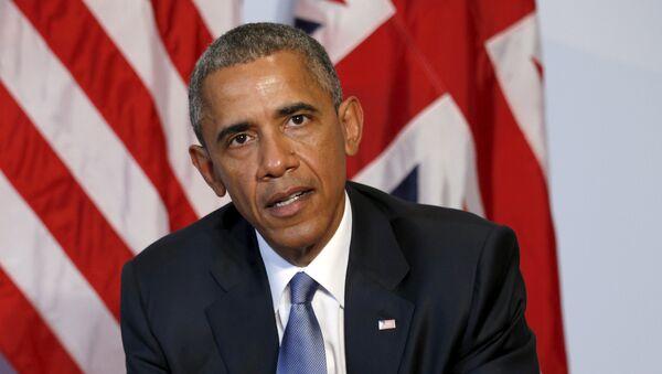 Президент США Барак Обама во время встречи с премьер-министром Великобритании Дэвидом Кэмероном на полях саммита G7 в Германии
