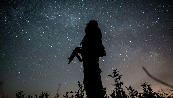 Солдат ВСУ на позиции возле Донецка. Архивное фото