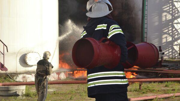 Пожар на нефтебазе в Киевской области