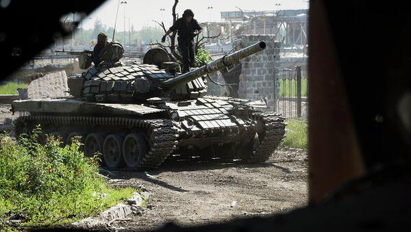 Ополченцы у разрушенного здания аэропорта Донецка. Украина, июнь 2015