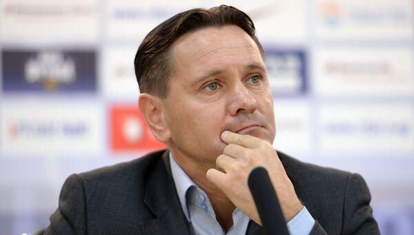Тренер Дмитрий Аленичев. Архивное фото