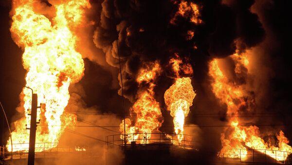 Пожар на нефтебазе БРСМ-нефть в Киевской области. Архивное фото