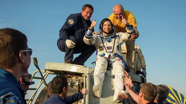 Астронавт НАСА Терри Вертс, который был в составе 43-й экспедиции на МКС, после приземления спускаемой капсулы в Казахстане