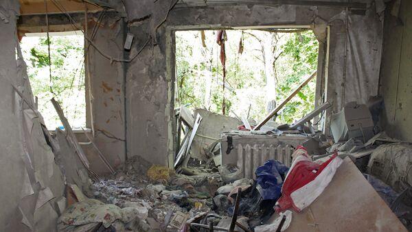 Последствия обстрелов поселка Октябрьский в Донецке. Архивное фото