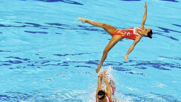 Команда по синхронному плаванию из России во время выступления на первых Европейских играх в Баку