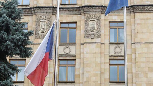 Флаг в посольстве Чехии в Москве, архивное фото