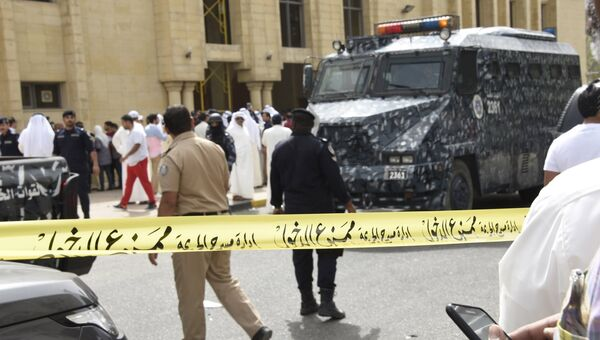 На месте взрыва в мечети. Кувейт, 26 июня