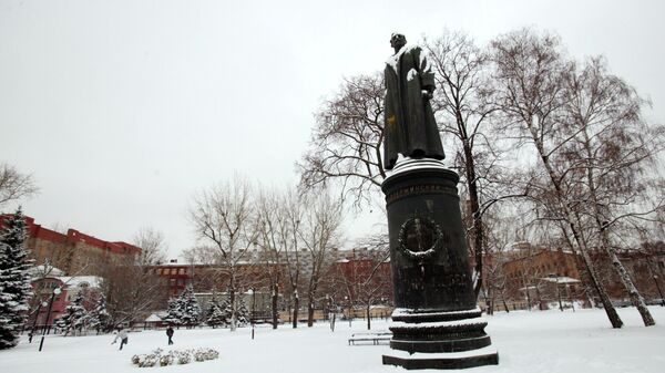 Бронзовый памятник Ф.Э. Дзержинскому. Архивное фото