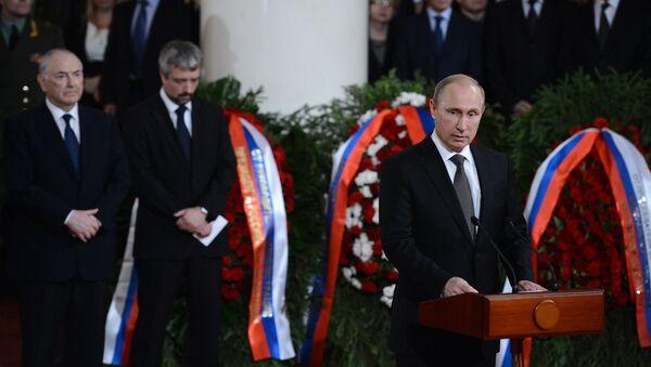 Президент России Владимир Путин на церемонии прощания с политиком Евгением Примаковым в Колонном зале Дома Союзов1