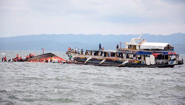 Спасатели на месте крушения парома, Филиппины. Архивное фото