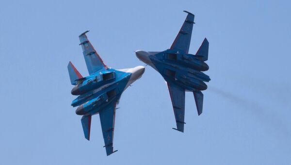 Выступление пилотажной группы Русские Витязи на самолетах Су-27