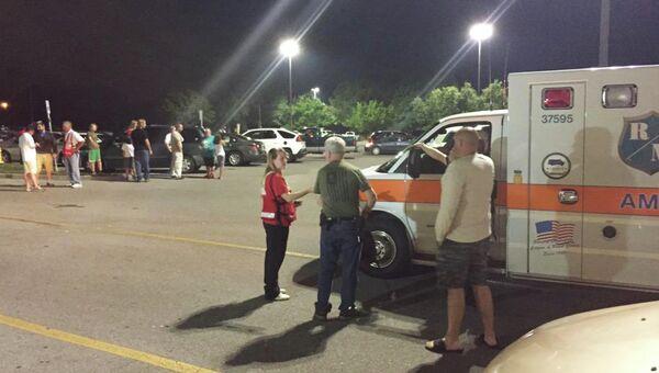 Эвакуация людей из города Мэривилл в американском штате Теннеси, где загорелся поезд с токсичными веществами