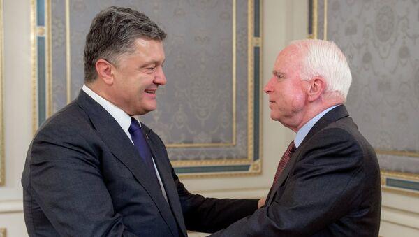 Президент Украины Петр Порошенко и американский сенатор Джон Маккейн