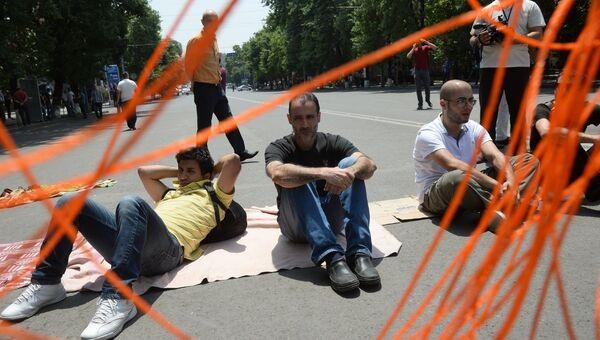 Участники акции протеста против повышения тарифов на электроэнергию в Ереване. Архивное фото
