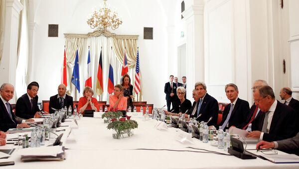 Участники переговоров по иранской ядерной проблеме в Вене, Австрия. 7 июля 2015