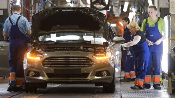 Сборка автомобиля новой модели Ford Focus на конвейере завода Ford Sollers во Всеволожске. Архивное фото