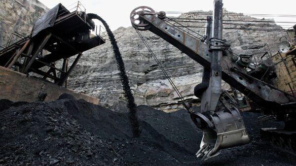 Уголь из шахты. Архивное фото