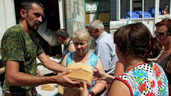 Акция Хлеб в каждый дом в Донецке. Архивное фото.