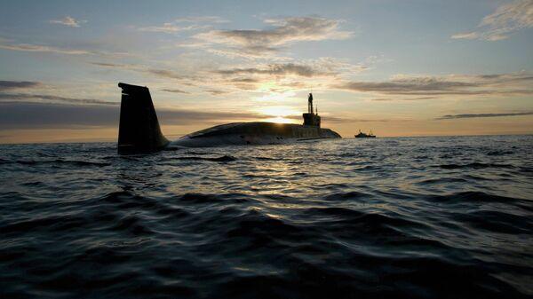 Атомная подводная лодка (АПЛ) Юрий Долгорукий во время ходовых испытаний летом 2009 года. Архивное фото