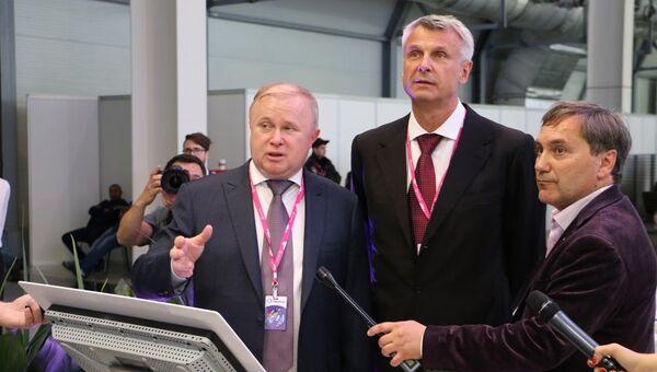 Генеральный директор АО Швабе Сергей Максин и мэр Нижнего Тагила Сергей Носов