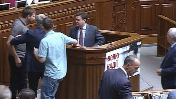 Депутат в Раде набросился на коллегу из-за критики Правого сектора