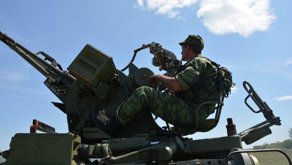 Отвод вооружений в Донбассе, архивное фото