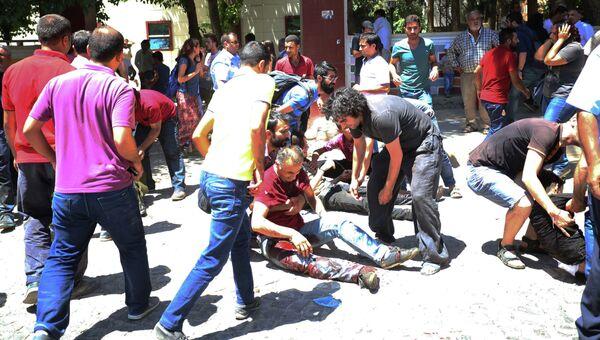 Раненые на месте взрыва в турецком городе Суруч