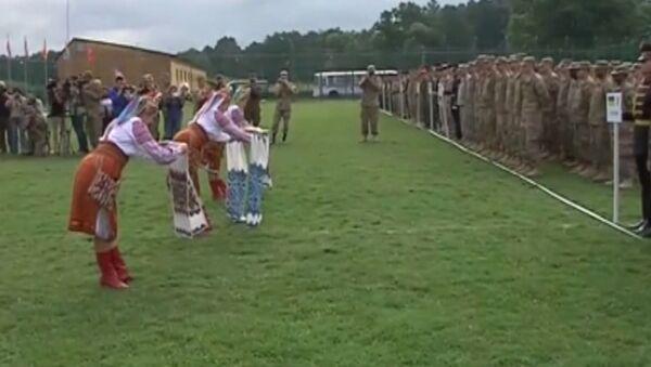 Хлебом-солью и танцами встретили прибывших на учения под Львовом солдат НАТО