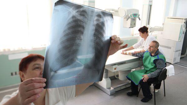 В рентгеновском кабинете районной поликлиники. Архивное фото