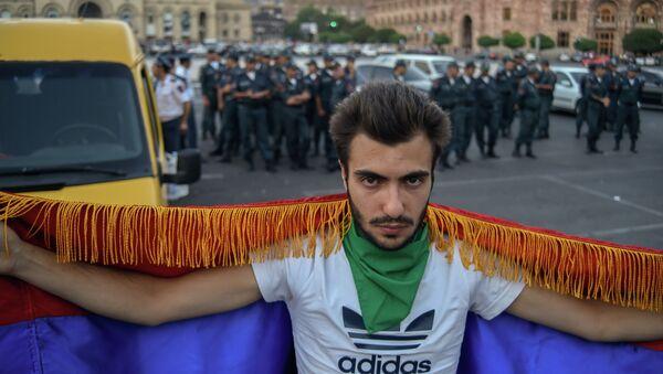 Ереванская полиция не пустила активистов движения Вставай, Армения! на площадь Республики