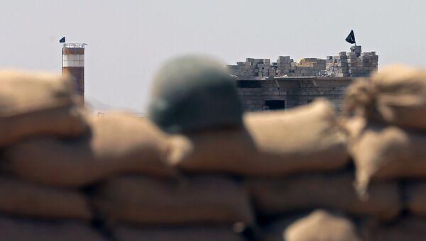Флаги ИГИЛ на их базе в Ираке, архивное фото
