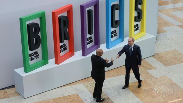 Президент Российской Федерации Владимир Путин и Президент Южно-Африканской Республики Джейкоб Зума на церемонии приветствия лидеров БРИКС