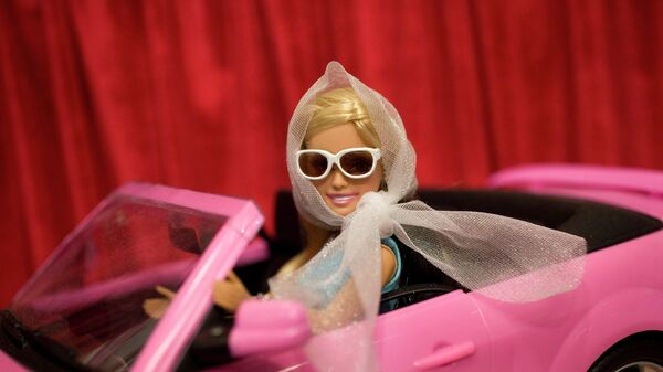 Кукла Барби на Международной ярмарке игрушек в Нью-Йорке, США