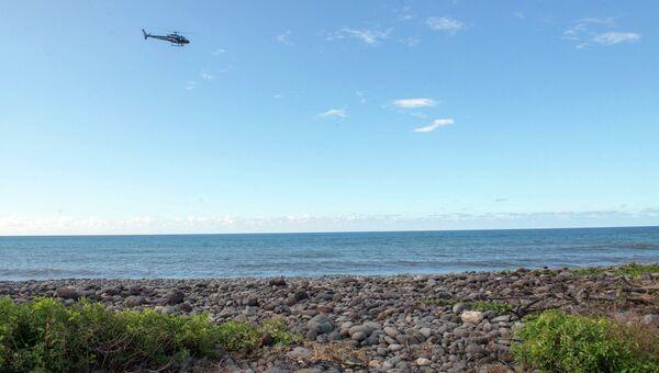 Полицейский вертолет у береговой линией Сен-Андре, Реюньон. Архивное фото