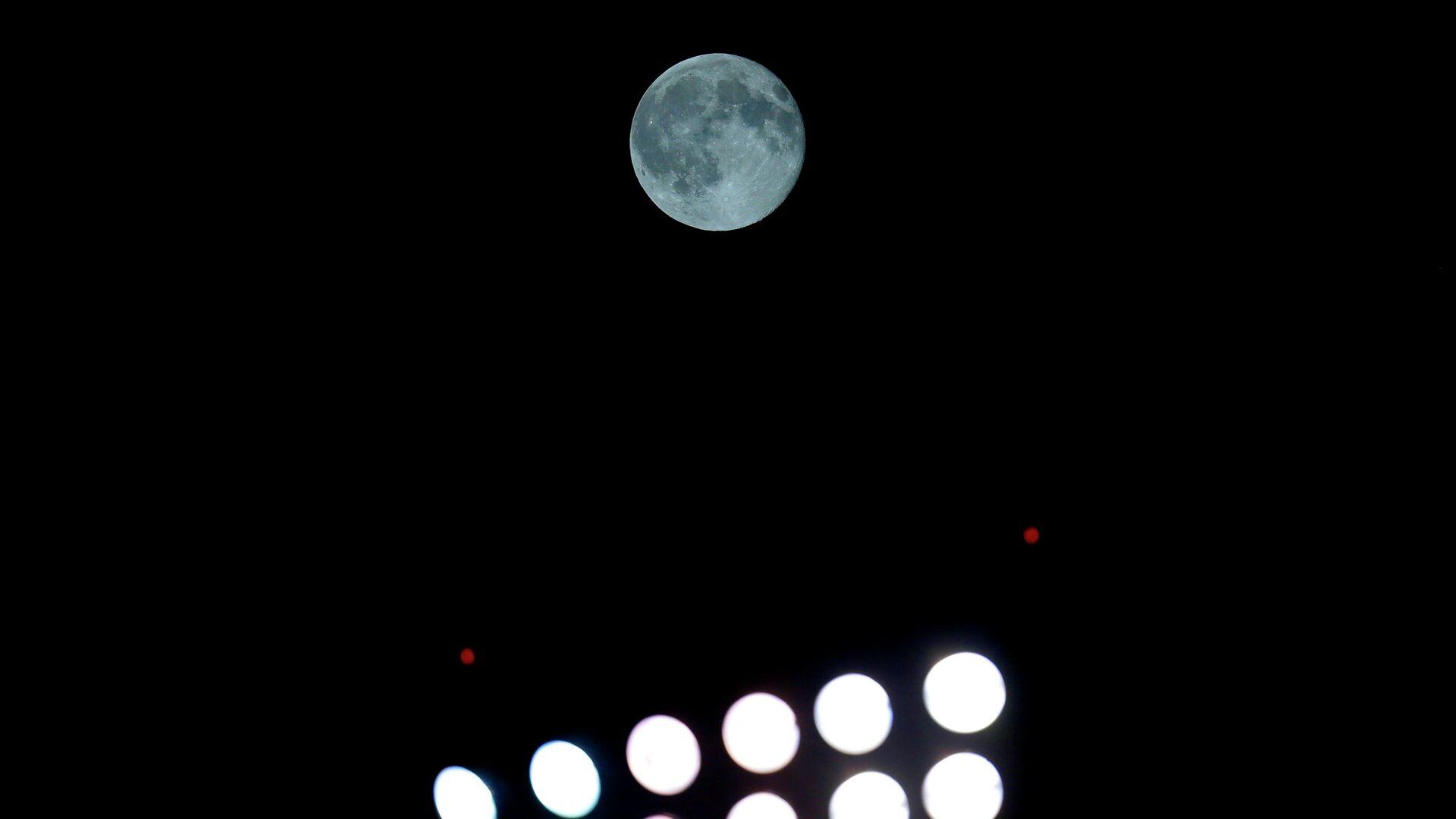 Голубая луна в небе над Чикаго - РИА Новости, 1920, 29.10.2020