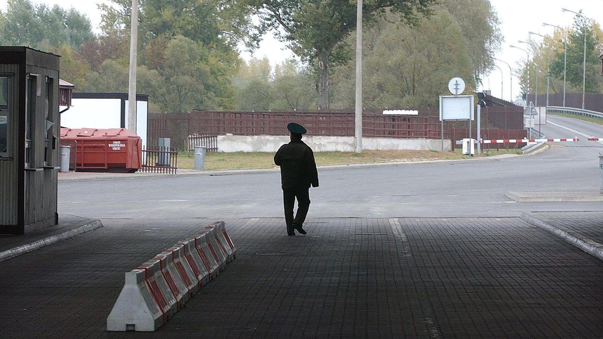 Пограничник на границе между Белоруссией и Польшей - РИА Новости, 1920, 09.11.2020