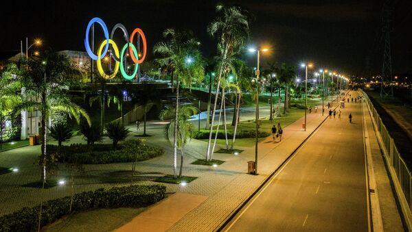 Олимпийские кольца в парке Мадурейра в Рио-де-Жанейро