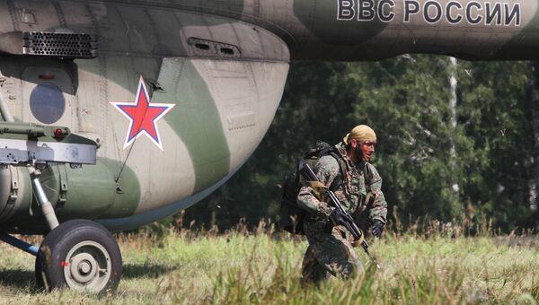 Военнослужащий армии Белоруссии во время конкурса Отличники войсковой разведки