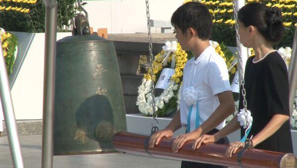 Колокол и свечи: как в мире почтили память жертв взрыва в Хиросиме