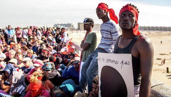 Мигранты возле французского города Кале. Архивное фото