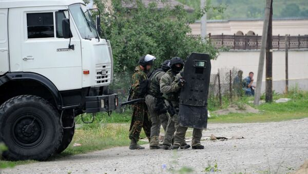 Сотрудники силовых структур во время проведения спецоперации по ликвидации боевиков. Архивное фото