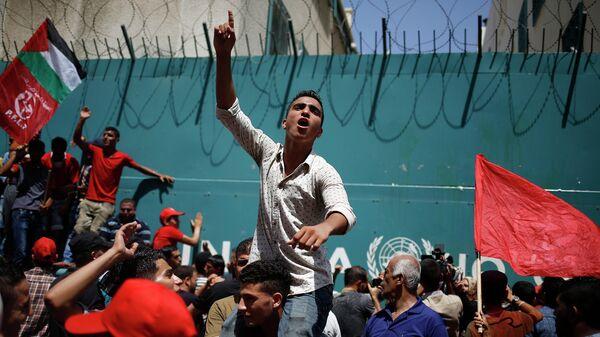 Палестинцы из Народного фронта освобождения Палестины во время акции протеста. 10 августа 2015