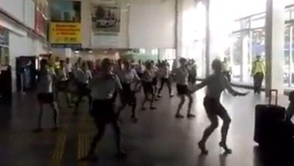 Флешмоб стюардесс в ростовском аэропорту